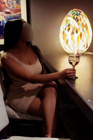 Fedia nuru massage in Winter Garden & escort girl