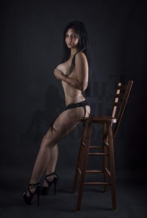 Anamaria escort girl and thai massage
