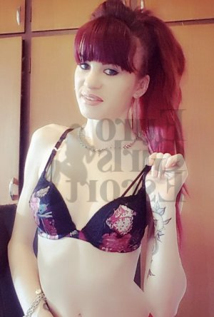 Atifa live escort and happy ending massage